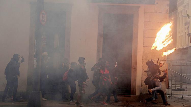 EN VIVO: Disturbios entre manifestantes y la policía en Río de Janeiro