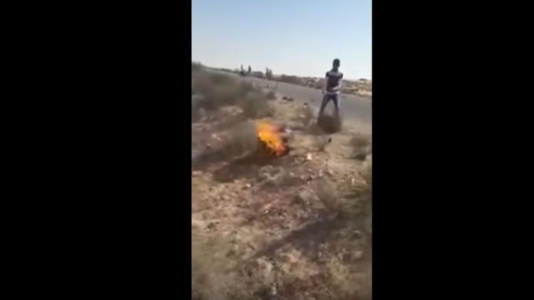 'Ojo por ojo': una tribu egipcia quema vivo a un yihadista del Estado Islámico (FUERTE VIDEO)