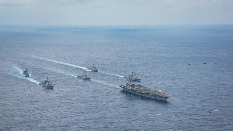 El portaaviones estadounidense USS Carl Vinson llega al mar del Japón