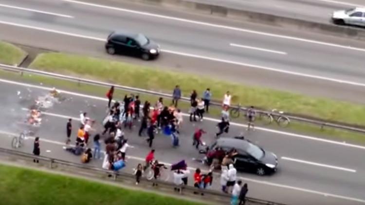 VIDEO GRÁFICO: Un conductor atropella deliberadamente a manifestantes en Brasil