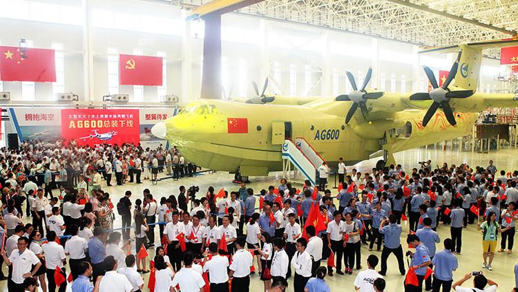 El mayor avión anfibio del mundo supera sus primeras pruebas (Video)