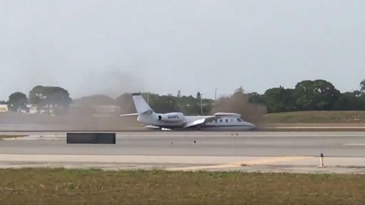 VIDEOS: Impresionante aterrizaje de emergencia de avión sin una rueda en Florida