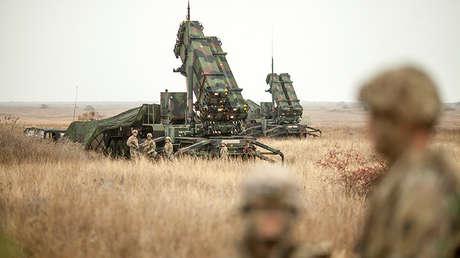 Un grupo de militares estadounidenses junto a misiles Patriot en Rumanía, el 8 de noviembre de 2016.