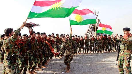 Fuerzas kurdas celebran el festival de la primavera en Kirkuk el 20 de marzo de 2017.