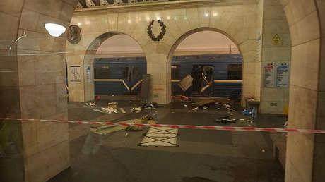 El tren afectado por el atentado en la estación Tejnologuícheski Institut, San Petersburgo, Rusia, 3 de abril de 2017.