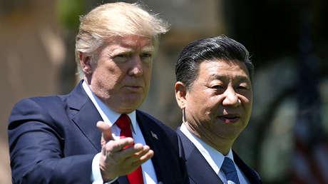 El presidente de EE.UU., Donald Trump (izquierda) y su homólogo chino, Xi Jinping, en Florida, el 7 de abril de 2017.