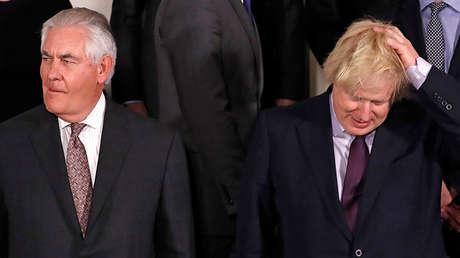 Rex Tillerson, secretario de Estado de EE.UU., y Boris Johnson, ministro de Exteriores de Reino Unido, en Bruselas, Bélgica, el 31 de marzo de 2017.