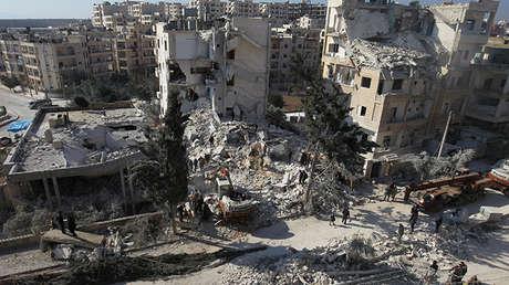 Daños causados por ataques aéreos en la ciudad siria de Idlib.