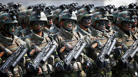 Soldados de las Fuerzas Especiales norcoreanas marchando durante el desfile del 15 de abril.