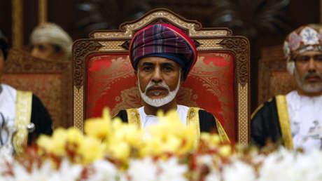 El sultán de Omán, Qabus bin Said al Said, durante la apertura de la cumbre del Consejo de Cooperación para los Estados Árabes del Golfo en Mascate, el 29 de diciembre de 2008.