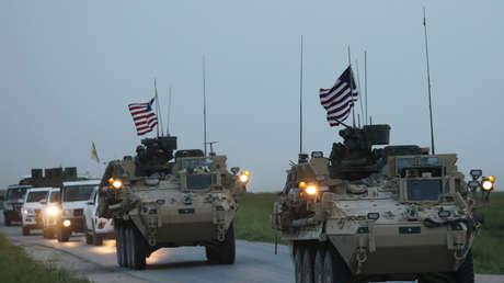 Vehículos blindados de EE.UU. cerca de la frontera entre Turquía y Siria, 28.04.2017