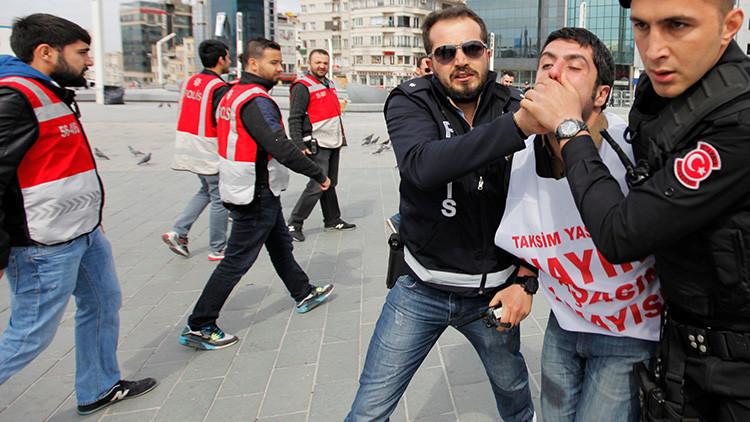 Video: La Policía turca dispersa protestas en Estambul con gases lacrimógenos