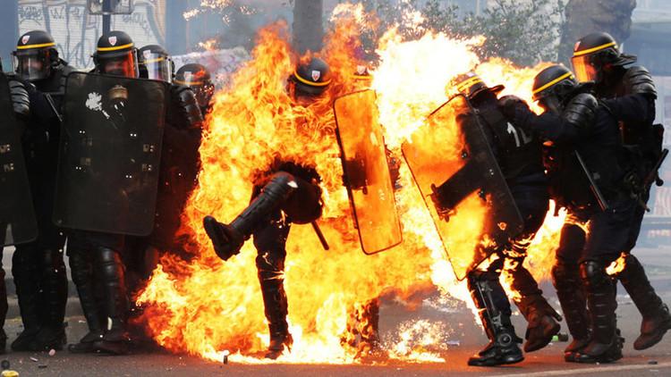 VIDEO: Choques entre policías y manifestantes en las protestas contra Marine Le Pen en París