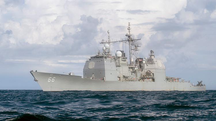Un triángulo amoroso hace 'zozobrar' a un crucero de EE.UU. en el golfo Pérsico
