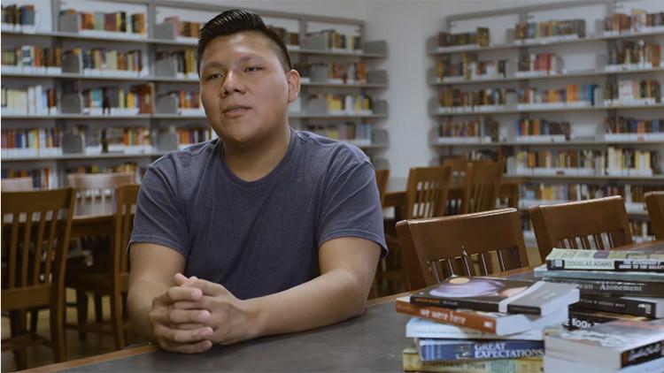 Es hijo de inmigrantes mexicanos y fue aceptado en 18 universidades de EE.UU.