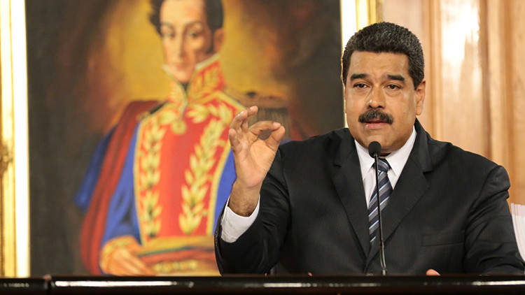 Maduro firma el decreto para convocar a una Asamblea Nacional Constituyente