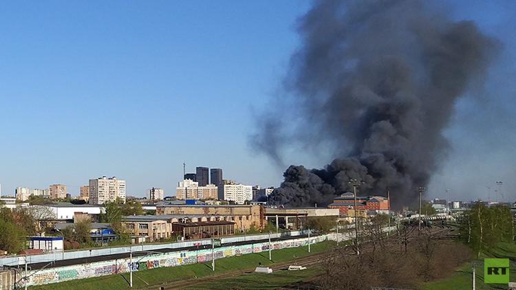 FOTO: Se declara un incendio en las inmediaciones de RT en Moscú