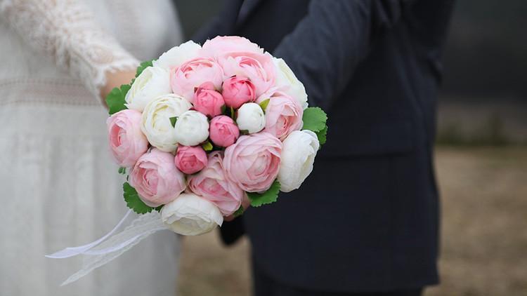 FOTO: Detienen en China a un novio que invitó a más de 200 falsos familiares y amigos a su boda