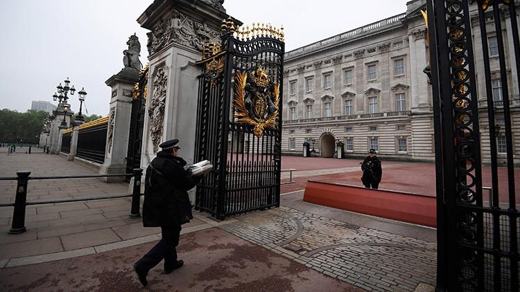 """La familia real británica convoca una """"reunión de emergencia"""" en el Palacio de Buckingham"""