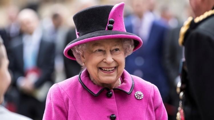 """Internet se inunda de memes sobre la """"reunión de emergencia"""" en el Palacio de Buckingham"""