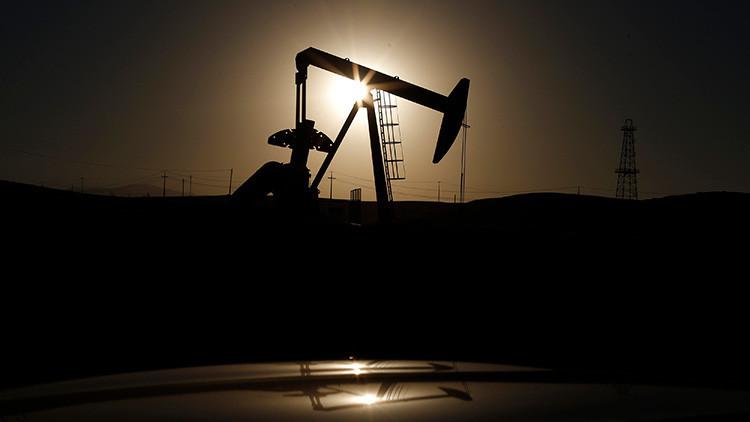 El crudo Brent cae por debajo de los 50 dólares por barril