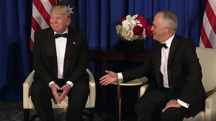 Video: El bochornoso momento en el que Trump 'ignora' el saludo del primer ministro australiano