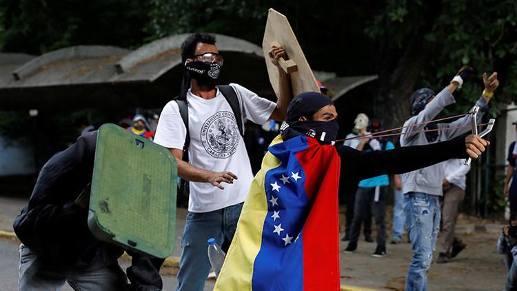 "¿Escalada de violencia? Gobierno venezolano denuncia que oposición opta por ""lucha armada"""