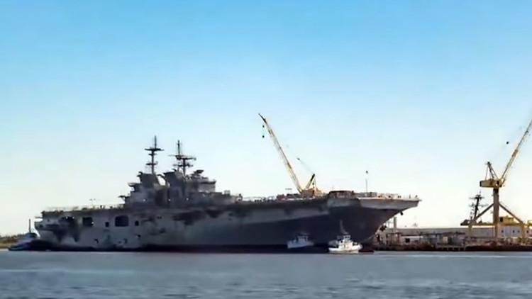 La Marina de EE.UU. bota un colosal barco de guerra de 46.000 toneladas (VIDEO)
