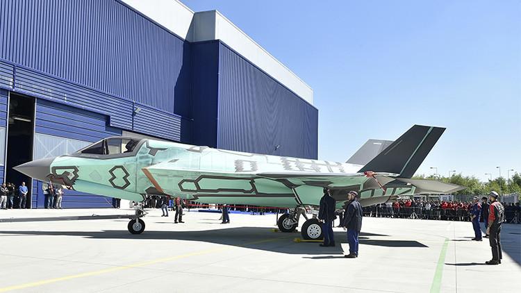FOTOS: Italia presenta el primer caza de aterrizaje vertical F-35B de fabricación nacional