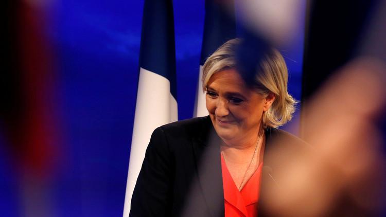 VIDEO: Marine Le Pen baila tras perder las elecciones en Francia