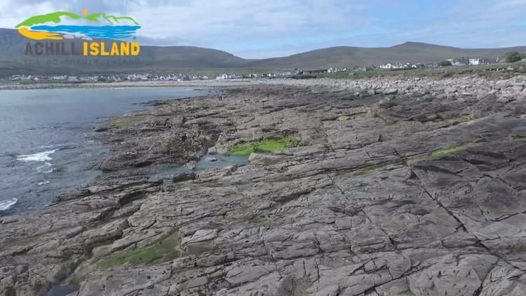 Irlanda: Reaparece una playa de arena luego de 33 años (Video)