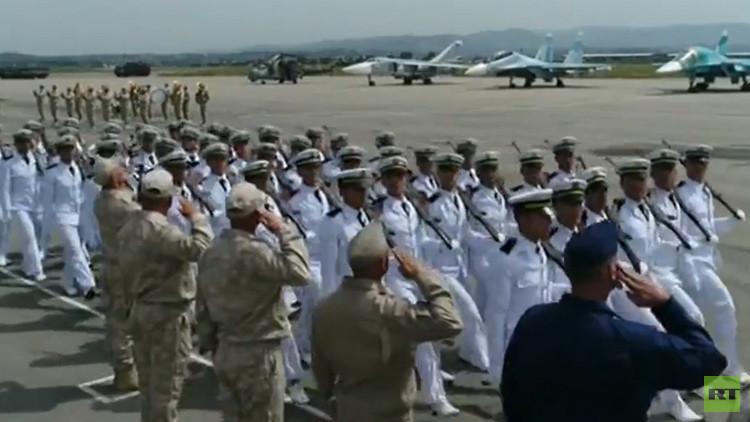 El desfile del Día de la Victoria en la base aérea rusa en Siria, a vista de dron (VIDEO)
