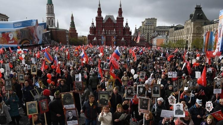 Al embajador de EE.UU. en Rusia le encantan las marchas del Regimiento Inmortal