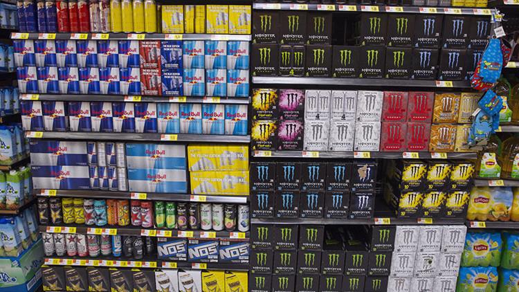 El grave riesgo que corren los adolescentes tras beber dos latas de bebida energética