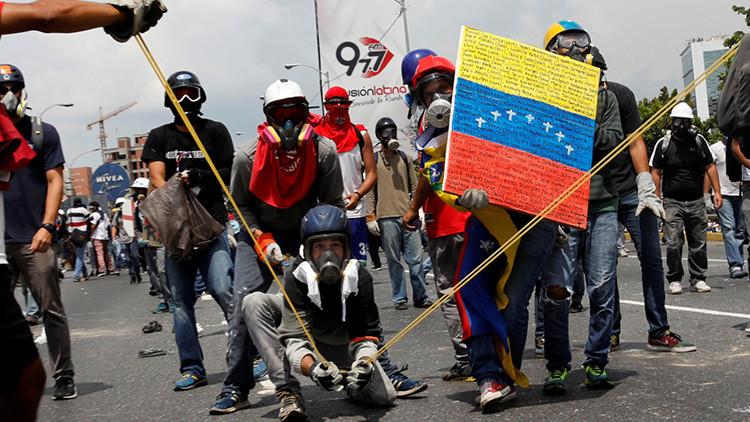 """""""Campaña de heces contra policías venezolanos busca su eliminación simbólica"""""""
