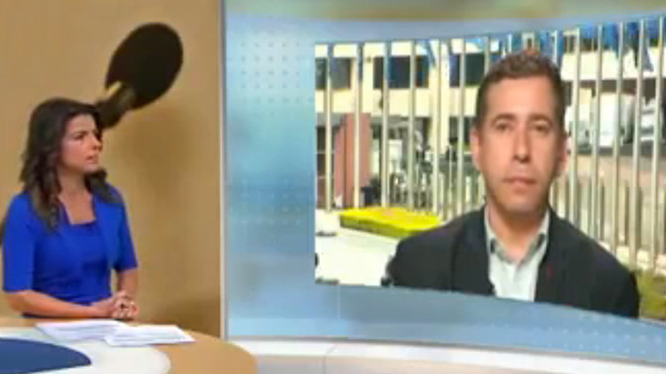 Eurodiputado deja en ridículo a reportera durante una entrevista sobre Venezuela (VIDEO)