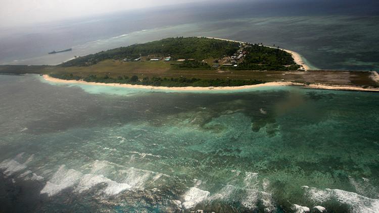 Filipinas envía tropas y suministros a una isla reclamada por Pekín en el mar de la China Meridional