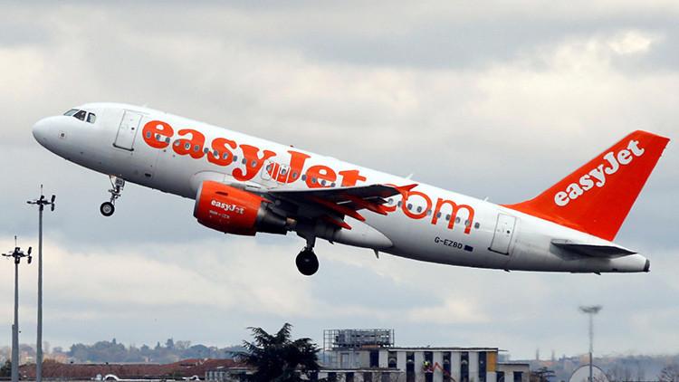 La aerolínea EasyJet revela los códigos secretos que utilizan los asistentes de vuelo (video)