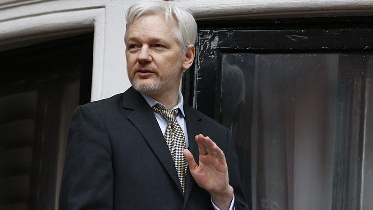 Assange estudia demandar a uno de los candidatos para el puesto de director del FBI