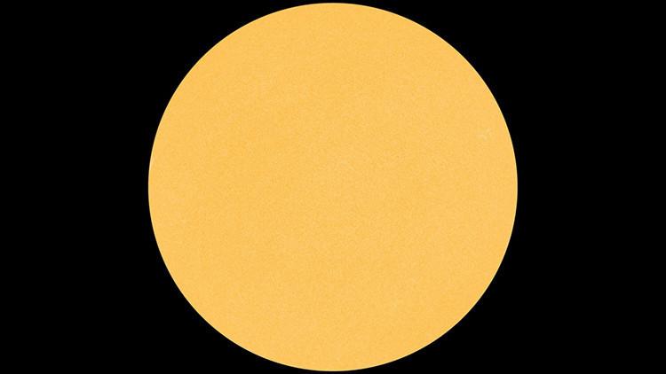 Algo raro pasa con nuestro Sol: todas las manchas desaparecieron de su superficie