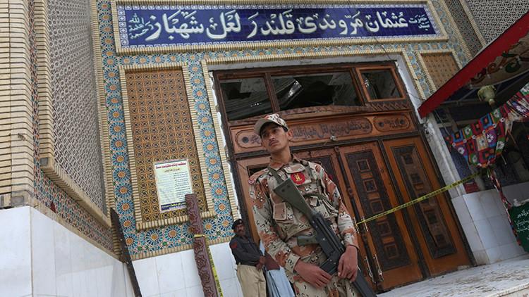 Pakistán: Al menos 25 muertos por al estallar una bomba dirigida al vicepresidente del Senado