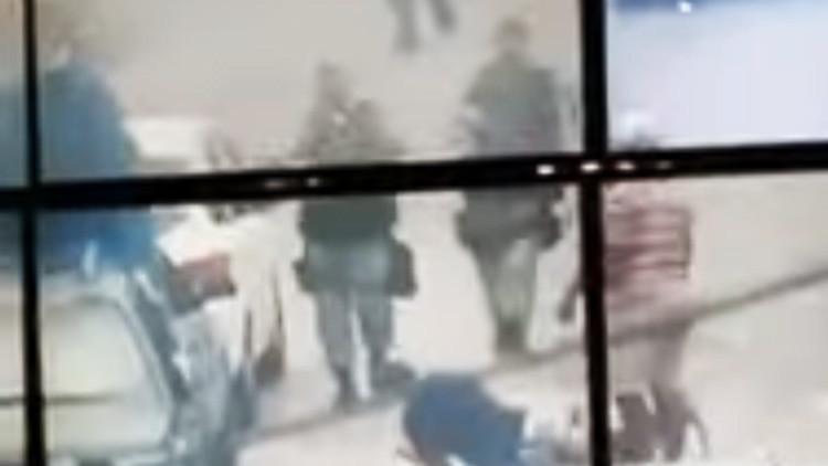 Un hombre que escapaba de la Policía es neutralizado por un 'viandante' inesperado en Brasil (video)
