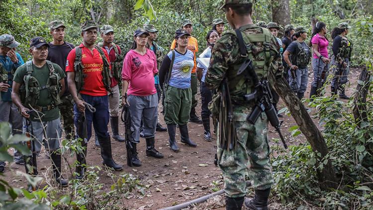 Colombia: Primeros guerrilleros de las FARC realizan un desarme completo