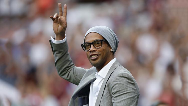 Ronaldinho inaugura un parque temático de la Copa Confederaciones de Rusia 2017