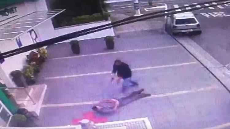 Brasil: Expolicía militar asesina a otro tras protagonizar tiroteo por auto mal estacionado (VIDEO)