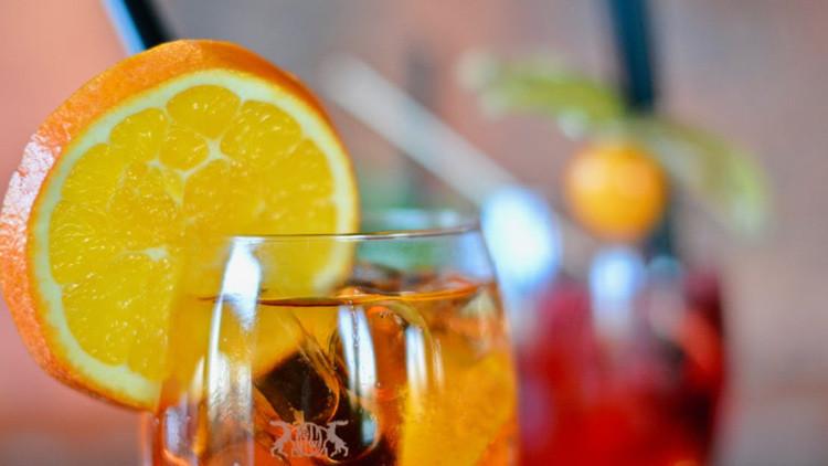 ¿Se atrevería a probarlo? Aragog, el cóctel mexicano con veneno de tarántula (VIDEO)