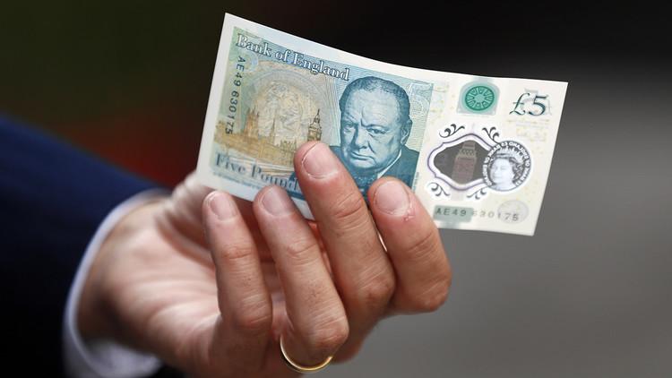 ¡Hasta las narices! Los cocainómanos británicos se quejan de los nuevos billetes de 5 libras
