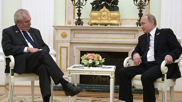 """El presidente checo dice que Putin """"prohíbe"""" fumar a Lavrov y bromea con """"liquidar"""" a periodistas"""