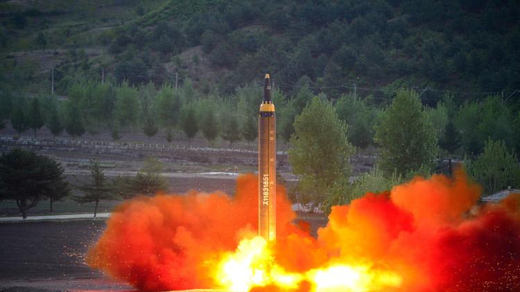 """Corea del Norte le ha sacado """"el dedo del medio"""" a Trump con su última prueba de misiles"""
