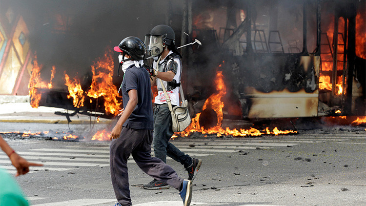 """Diputado opositor venezolano, en medio de una protesta violenta: """"La gente no viene por miedo"""""""